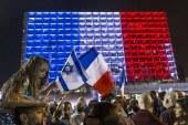 بالفيديو..منع رفع علم فلسطين في دبي ورفع علم فرنسا على اضخم معالمها