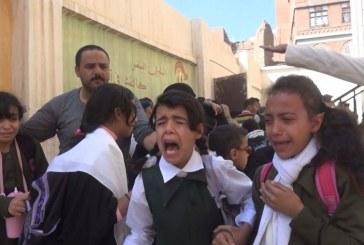 """صور مؤلمة .. هلع وبكاء طالبات """"السماوي""""خلال غارات جوية استهدفت محيط المدرسة!!"""