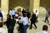 قوات العدو الصهيوني تعتدي على حراس المسجد الأقصى .